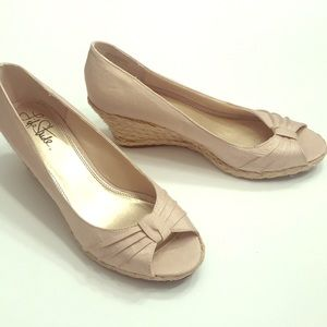 *Never worn* Life Strides Champagne Wedges size 11